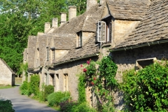 english-village-in-cotswolds_1147-406